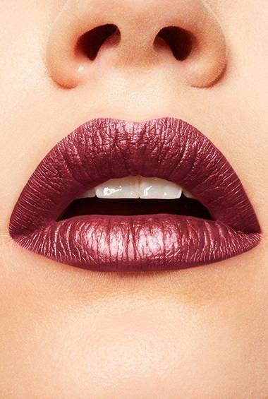 Tragebild des Lippenstift Color Sensational Metallic Foil 105 von Maybelline New York.